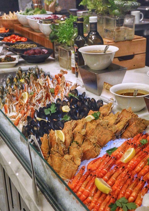evolution cafe renaissance kuala lumpur hotel christmas buffet fresh seafood