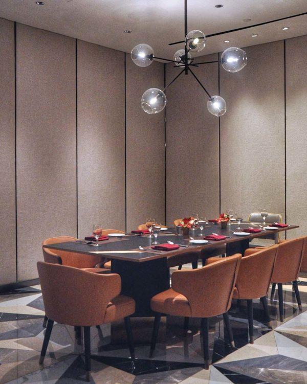evolution cafe renaissance kuala lumpur hotel christmas buffet interior