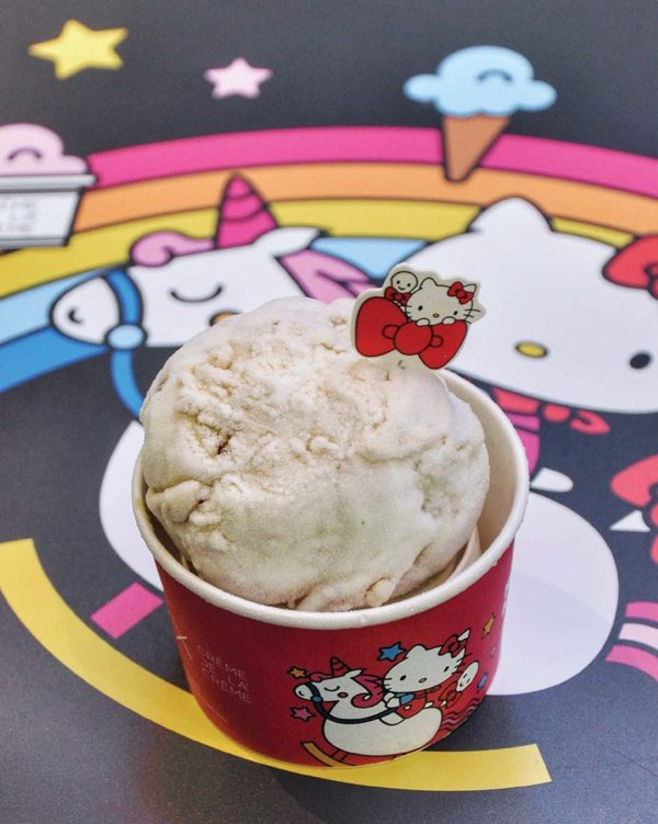 hello kitty 45th anniversary creme de la creme damansara uptown apple pie crumble