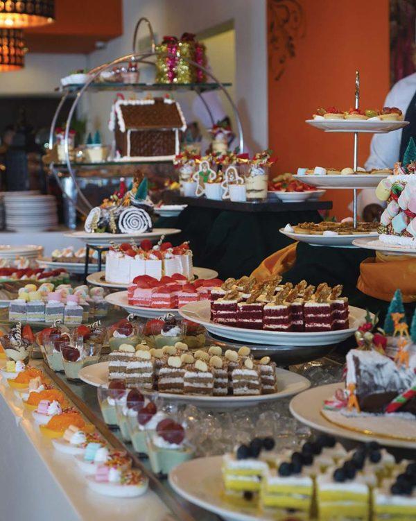 spice restaurant furama bukit bintang kuala lumpur christmas buffet dessert spread