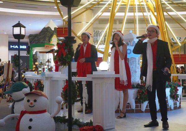 suria klcc kuala lumpur christmas wonders in white carol singing