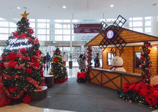 suria klcc kuala lumpur christmas wonders in white entrance