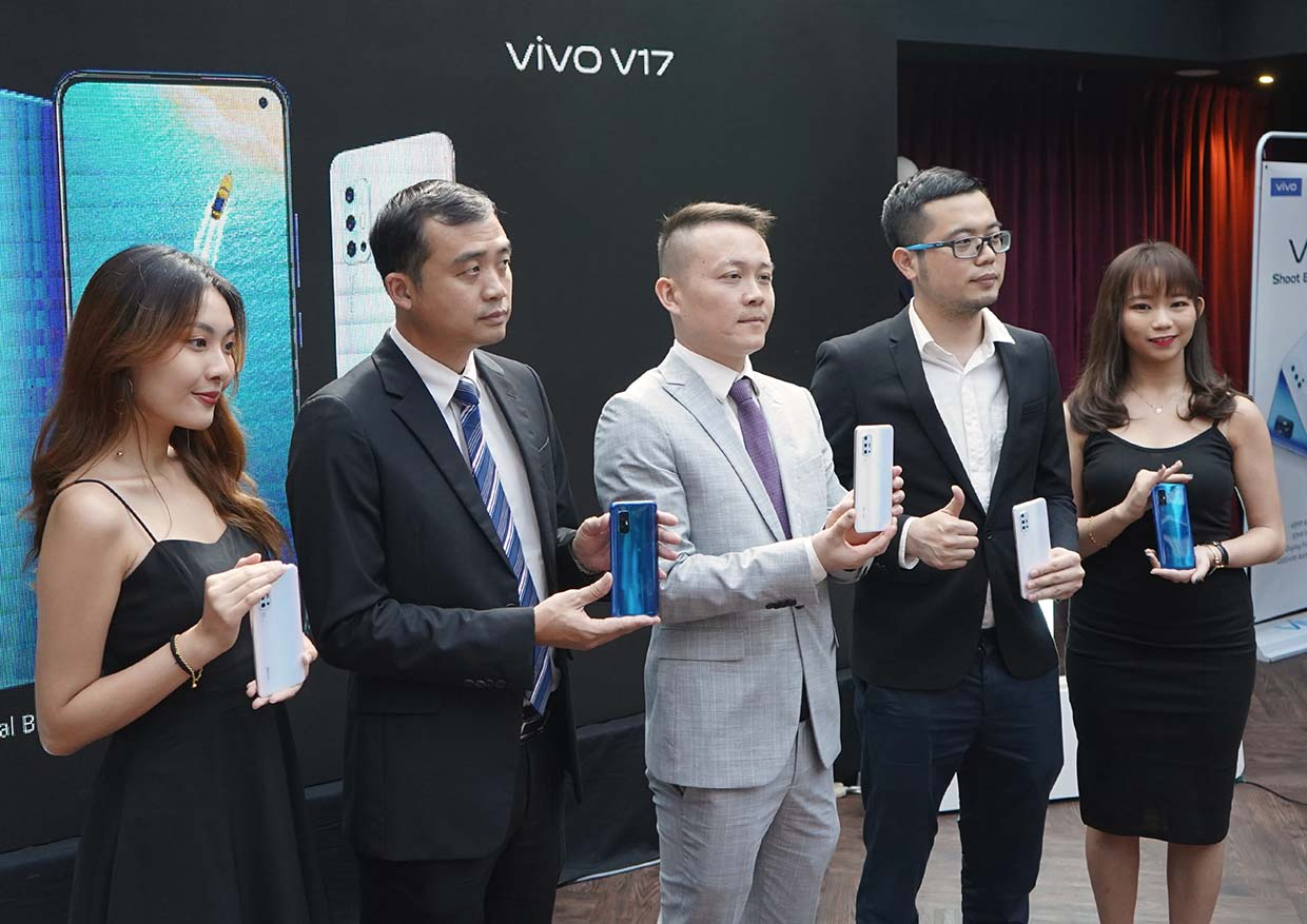Ultra O Screen & 5-Camera Design @ vivo V17 Smartphone