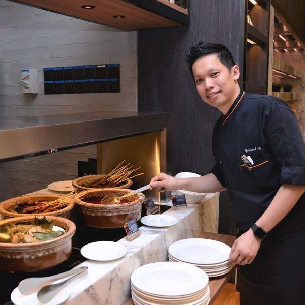 evolution cafe renaissance kl hotel selera a la kampung ramadan buffet chef edmund ng