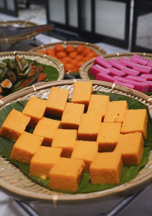 evolution cafe renaissance kl hotel selera a la kampung ramadan buffet malay kuih