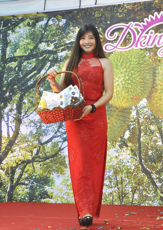 Unique CNY Durian Goodies Hamper @ DKING