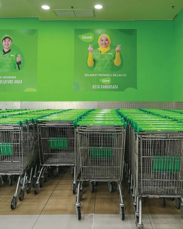 giant malaysia retailer refreshed new offerings logo branding