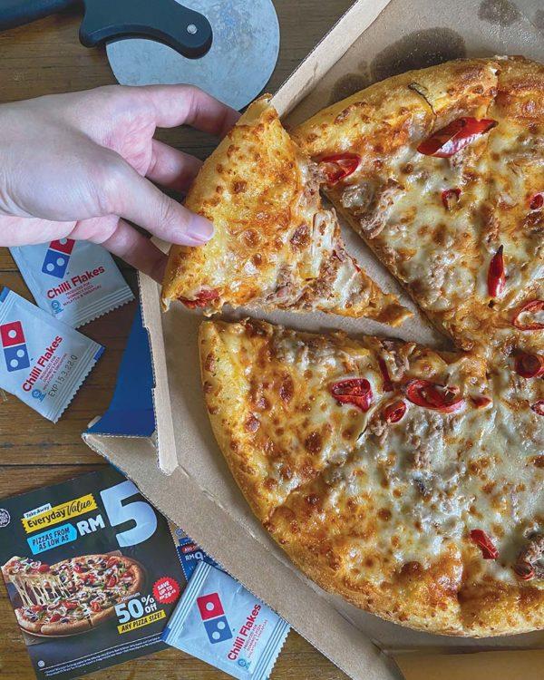 domino's malaysia sama sama jaga vaccination promotion tuna pizza